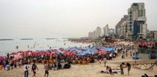 Stranden i Tel Aviv på en folkerik dag. (Illustrasjonsfoto: 31007578, flickr.com)