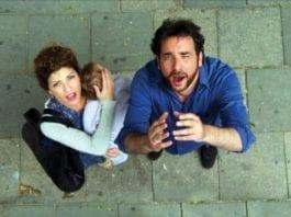 """""""Rona"""" og """"Udi"""" i den israelske fjernsynskomedien """"Bilti Hafich"""". (Foto: Nadav Hekselman, Kanal 2)"""
