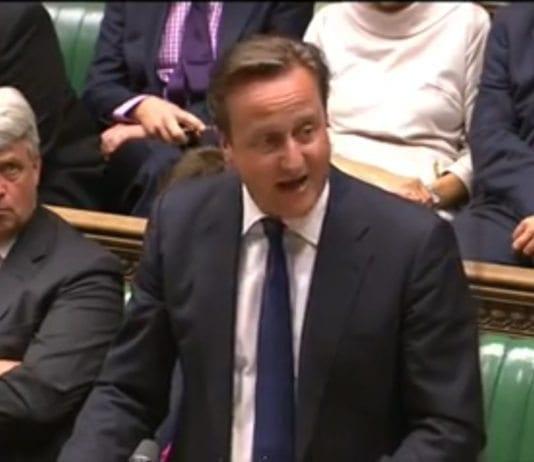 Den britiske statsministeren David Cameron under Syria-avstemningen i Underhuset. (Foto: Skjermdump fra YouHotNews, YouTube.com)