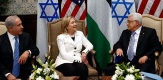 Statsminister Benjamin Netanyahu, USAs forrige utenriksminister Hillary Clinton og PA-president Mahmoud Abbas. (Foto: U.S. Department of State, flickr.com)