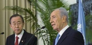 Møte mellom FNs generalsekretær Ban Ki-moon og Israels president Shimon Peres i 2010 (Foto: Mark Garten, UN Photo)