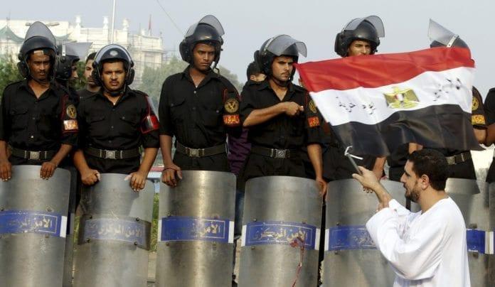 Egypts politi var langt fredeligere mot demonstrantene under revolusjonen i 2011. (Foto: oxfamnovib, flickr.com)