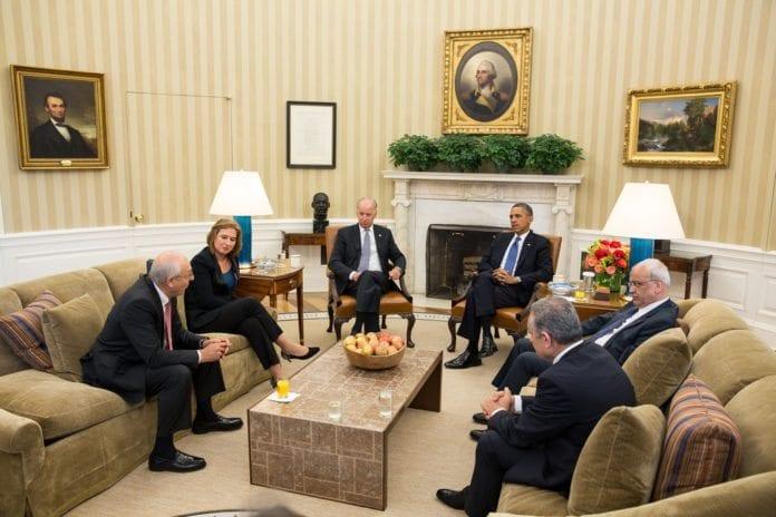 Den israelske og palestinske forhandlingsdelegasjonen, møtte president Barack Obama og visepresident Joe Biden i Det hvite hus tirsdag. (Foto: The White House, flickr.com)