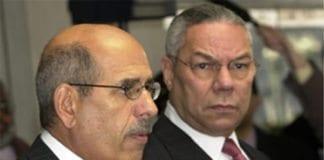Daværende IAEA-leder Mohammed ElBaradei og daværende USA-utenriksminister Colin Powell. (Foto: Wikimedia Commons)
