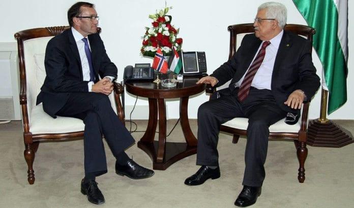 Utenriksminister Espen Barth Eide møter president Mahmoud Abbas i Ramallah 27. august 2013. (Foto: Frode Overland Andersen, UD)