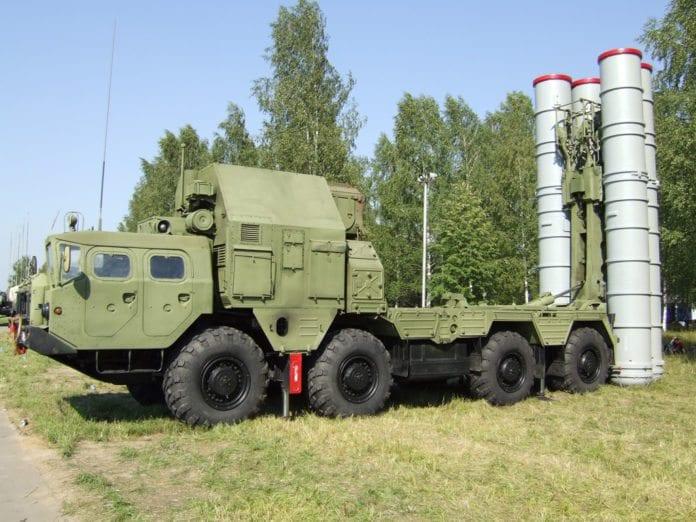 Det mobile russiske luftforsvarssystemet S-300. (Illustrasjon: Дмитрий, flickr.com)