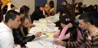 Den amerikanske ambassaden brakte i 2011 sammen 180 elever fra tre jødiske og tre arabiske skoler, for å lære hverandre å kjenne. (Illustrasjon: U.S. Embassy Tel Aviv, flickr.com)