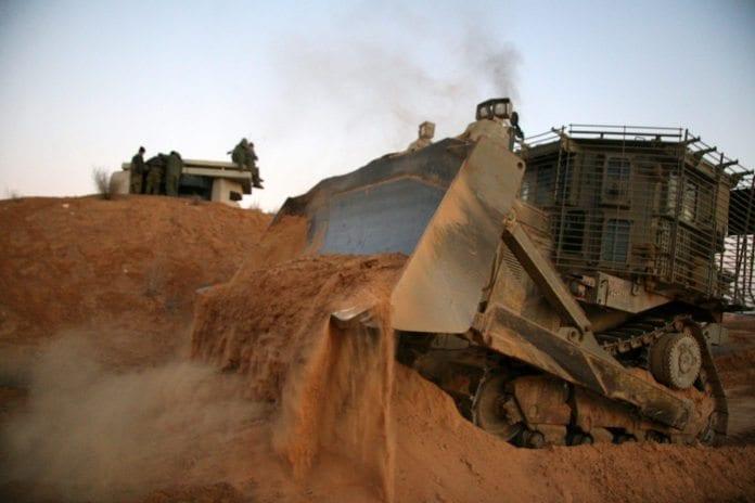 IDF-bulldoser under en militærøvelse nær Gaza-stripen. (Illustrasjon: Israel Defense Forces, flickr.com)