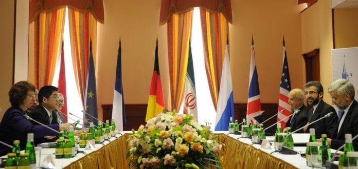 Bilde fra sist runde med forhandlinger rundt Irans atomprogram, i juni 2012. (Foto: European External Action Service, flickr.com)