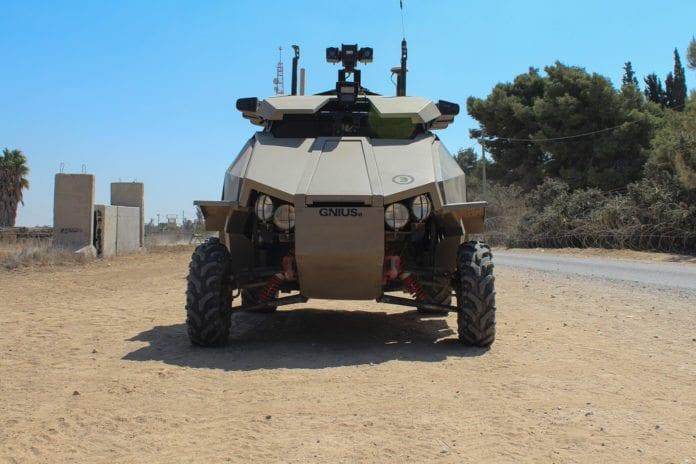 Dette toppmoderne israelsk-produserte militærkjøretøyet Guardium UGV, patruljerer nå grensen mot Gaza-stripen. Den er blant annet utstyrt med et kamera som filmer 360 grader rundt kjøretøyet kontinuerlig. (Foto: Israel Defense Forces, flickr.com)