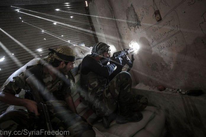 Opposisjonssoldater under kamper i Aleppo i fjor. (Foto: Freedom House, flickr.com)