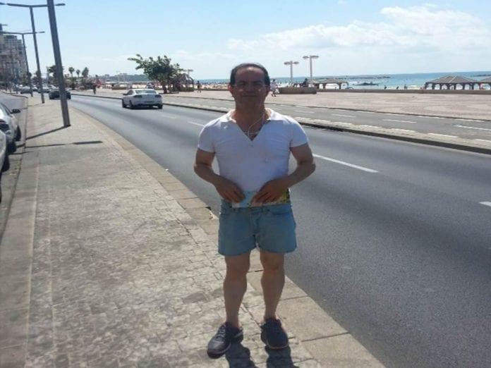Spion Ali Mansouri spaserer rundt i Tel Aviv, i nærheten av den amerikanske ambassaden. (Foto: Shin Bet)