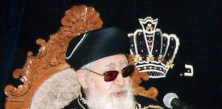 Bilde fra 2007 av rabbiner og religiøs leder for Shas-bevegelsen, Ovadia Yosef. (Foto: Wikimedia Commons)