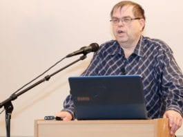 Odd Myrland har vært redaktør for MIFFs informasjonsavis Midtøsten i fokus siden 1994. (Foto: Conrad Myrland, MIFF)