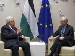 PA-president Mahmoud Abbas (f.v.) sammen med presidenten for EU-rådet, Herman Can Rompuy, drøftet onsdag de israelske bosetningene. (Foto: President of the European Council, flickr.com)