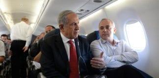 Etterretnings- og samarbeidsminister Yuval Steinitz (f.h.) mener PAs hatpropaganda er det største hinderet i fredsforhandlingene. På bildet sitter han ved siden av statsminister Benjamin Netanyahu. (Foto: Prime Minister of Israel, flickr.com)