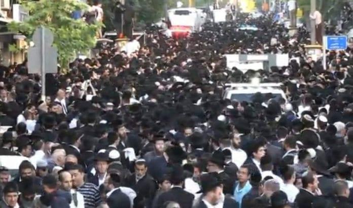 Flere hundretusen sørgende møtte fram for å følge Yosef til hans siste hvile. (Illustrasjonfoto: Video på Ynetnews.com)