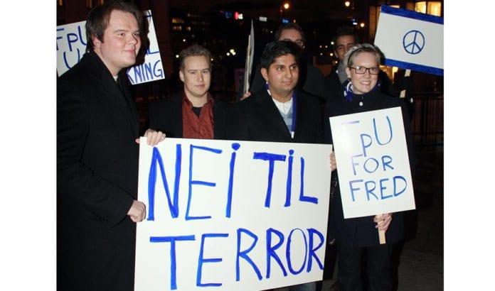 Ledere i FpU deltok i støttemarkeringen for Israel utenfor Stortinget i januar 2009. (Illustrasjonsfoto: Odd Østtveit, FpU)