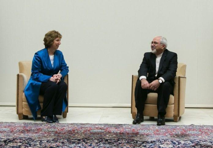 EUs utenriksminister og P5+1 sin forhandlingsleder i atomsamtalene Catherine Ashton (f.v.), sammen med Irans utenriksminister Javad Zarif. (Foto: United States Mission Geneva, flickr.com)