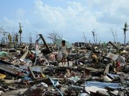 Tacloban var en gang en livlig filippinsk by med 220.000 innbyggere. I dag er den jevnet ved jorden, etter herjingene til tyfonen Haiyan. (Foto: Noel Celis, AFP)