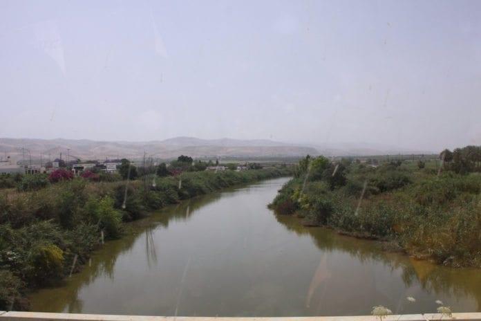 Jordan-elven utgjør mange steder grensen mellom Israel og Jordan. (Illustrasjon: Sandi, flickr.com)