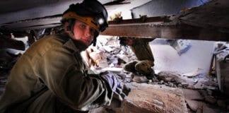 Israelske soldater fra sivilforsvaret øver på redningsarbeid i sammenrast bygning. (Arkivfoto: IDF)