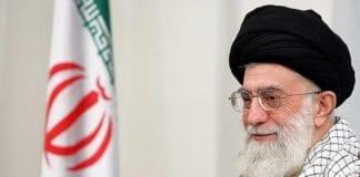 """Ayatollah Ali Khamenei mener israelere """"nesten ikke kan kalles mennesker"""". (Foto: Wikimedia Commons)"""
