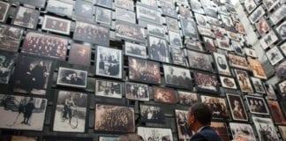 Presidentens utmerkelsesmedaljes siste mottaker, Elie Wiesel, besøker Holocaust-museet i Washington sammen med tidligere vinner og USAs president Barack Obama og museumsdirektør Sara Bloomfield. (Illustrasjon: Pete Souza, The White House, flickr.com)
