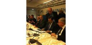 Storbritannias tidligere statsminister Tony Blair (midten) var tilstede under signeringen av meklingsavtalen forrige uke. (Foto: ICCwbo.org)