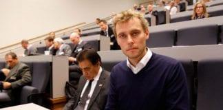 Ola Borten Moe (Sp) talte på Israel Energy Conference i Stavanger. I bakgrunnen Israels ambassadør Naim Araidi og andre konferansedeltakere. (Foto: Tor-Bjørn Nordgaard)