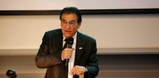 Ambassadør Naim Araidi taler på Israel energy conference i Stavanger mandag 18. november 2013. (Foto: Tor-Bjørn Nordgaard)