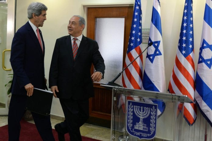 USAs utenriksminister John Kerry (f.v.) og Israels statsminister Benjamin Netanyahu. (Foto: Kobi Gideon, Prime Minister of Israel, flickr.com)