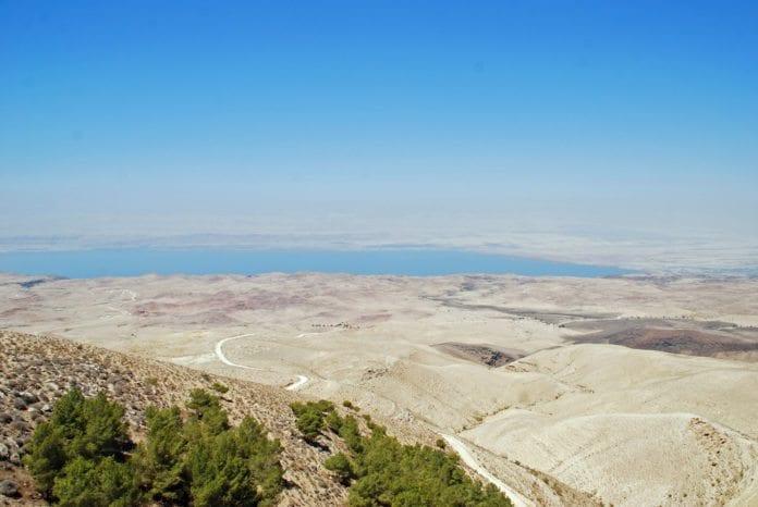 Utsikt over Dødehavet og Jordan (Foto: Rob, flickr.com)