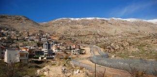 Den en gang syriske og nå israelske beduinerlandsbyen Majdal Shams ligger rett ved grensen mellom de to landene. 2. desember 2013 ble den rammet av en missil fra Syria. (Illustrasjon: News Agency, flickr.com)