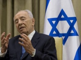 President Shimon Peres ble intervjuet fra presidentboligen i Jerusalem via satellitt, under en arabisk fredskonferanse nylig. (Foto: Chuck Hagel, flickr.com)