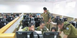 IDF-soldater får et militærkurs i cyberforsvar (Illustrasjon: Israel Defence Forces, flickr.com)