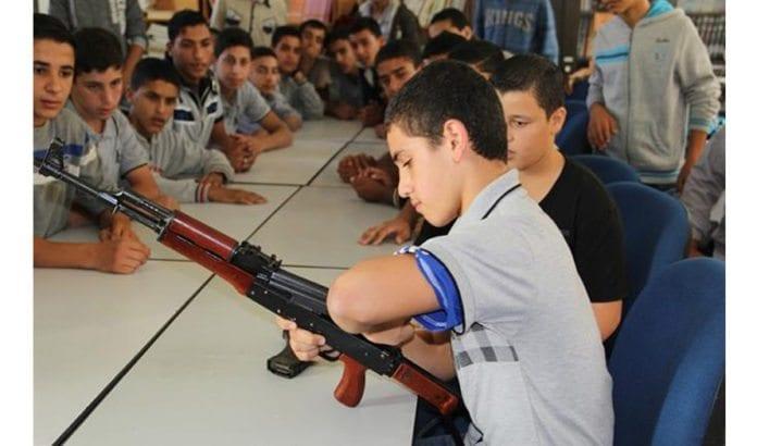 Tusener av ungdommer i Gaza læres opp til å drepe israelere. Foto: Hamas sitt innenriksdepartement i Gaza.