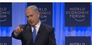 Israels statsminister Benjamin Netanyahu på talerstolen i Verdens økonomiske forum i Davos, Sveits, i dag. Foto: Skjermdump fra videooverføringen til Verdens økonomiske forum.