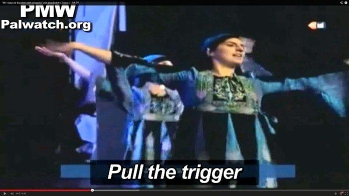 Musikkinnslaget fra PA TV handler om væpnet kamp mot Israel. Foto: Skjermdump fra PMW.