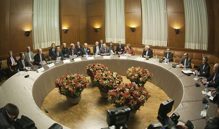 Bildet er fra den første runden av de EU-ledede forhandlingene mellom Iran og P5+1, i Geneve i 2013. Nå pågår nye forhandlinger i Wien. Foto: Wikipedia.