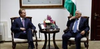 Utenriksminister Børge Brende i samtale med PA-president Mahmoud Abbas 24. november 2013. (Foto: Ragnhild Imerslund, UD)