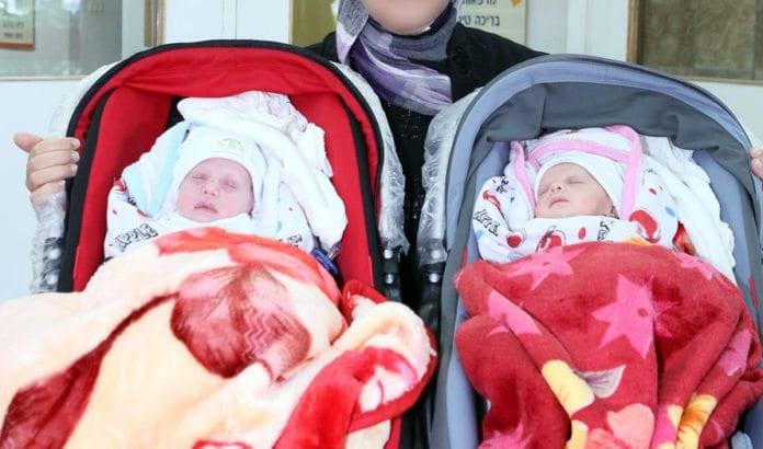 Tvillingene fra Gaza som ble reddet av israelske leger. (Foto: Pioter Fliter, Rambam-sykehuset)