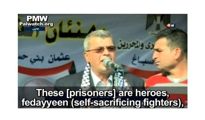 PAs fangeminister Issa Karake taler på PA TV 4. november 2013. Han sier fangene som sitter i israelske fangenskap dømt for terrordrap er