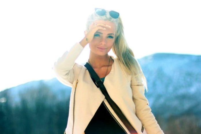 Sophie Elise Isachsen fra Harstad driver en av Norges mest leste blogger. Det er tydelig at bloggen også leses i Israel. (Foto: sophieelise.blogg.no)