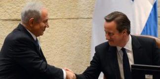 Statsminister Benjamin Netanyahu ønsker sin britiske kollega David Cameron velkommen til Knesset 12. mars 2014. (Foto: GPO)