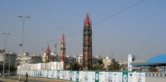Raketter på utstilling under en militærutstilling i Karachi, Pakistan i 2008. (Foto: Wikimedia Commons)