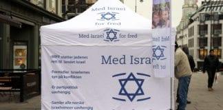 Med Israel for freds standtelt på Karl Johan i Oslo lørdag 25. januar 2014. (Foto: Atle Hansen, MIFF)