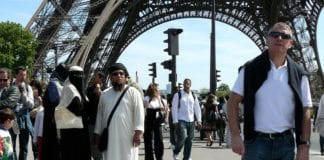Det er omlag ti ganger så mange muslimer som jøder i Frankrike, men langt jøder enn muslimer blir ofre for rasistisk motiverte angrep. (Illustrasjonsfoto: jay-chili, flickr.com)