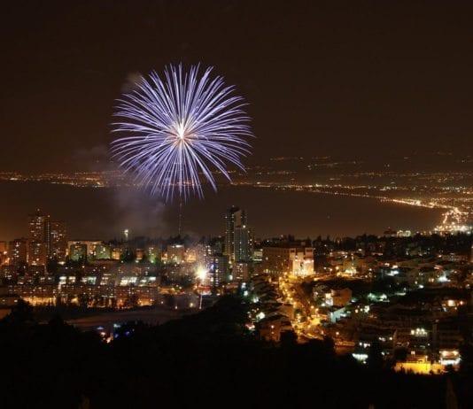 Fyrverkeri over Haifa på Uavhengighetsdagen. (Illustrasjonsfoto: Reut C, flickr.com)