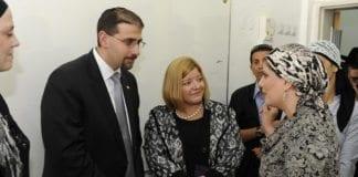 USAs ambassadør i Israel, Dan Shapiro, på besøk hos ultraortodokse jøder i Bnei Brak i 2011. (Illustrasjonsfoto: USAs ambassade i Tel Aviv, flickr.com)